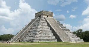 This image has an empty alt attribute; its file name is Chichen-Itza-300x160.jpg