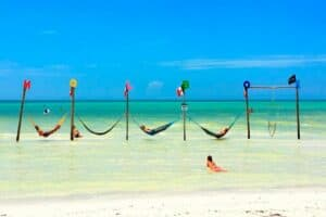This image has an empty alt attribute; its file name is Isla-Holbox-1-300x200.jpg