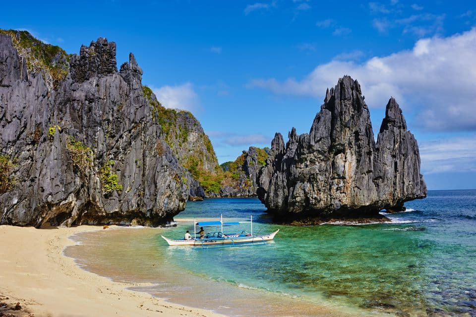 best bars in El Nido, Best restaurants in El Nido, El Nido beaches, Most beautiful beaches in the world, Nacpan Beach El Nido Philippines, things to do in El Nido, Top Beaches in the world