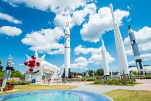 This image has an empty alt attribute; its file name is Kennedy-Space-Center-300x200.jpg