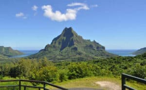 This image has an empty alt attribute; its file name is Belvedere-Lookout-Moorea-300x184.jpg