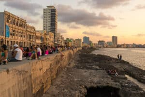 This image has an empty alt attribute; its file name is El-Malecón-300x200.jpg