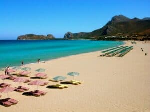 This image has an empty alt attribute; its file name is Falassarna-beach-300x225.jpg