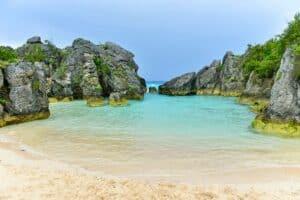 Jobson's Cove Beach, best Bermuda Beaches, Bermuda Travel Guide, best Bermuda hotels, best Bermuda restaurants, best Bermuda tours & activities, things to do in Bermuda, best Bermuda bars, Bermuda Travel Guide